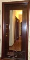 Металлические шпонированные двери с зеркалом С1