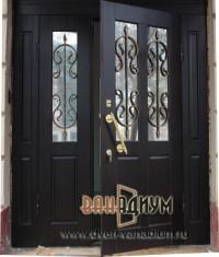 Металлическая дверь со стеклом и ковкой СК19