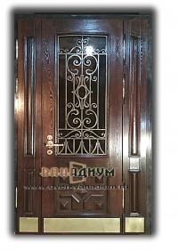 Металлическая дверь с массивом и ковкой 40.